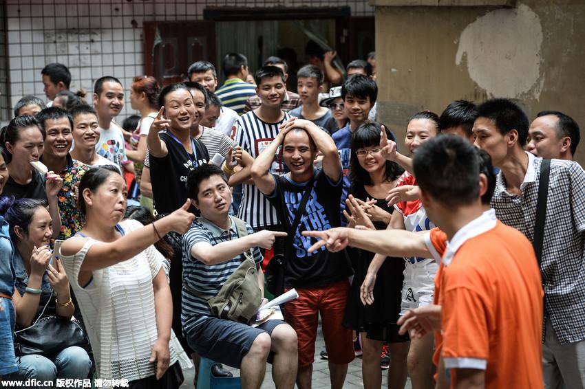 手语传情 说 出无声的爱 重庆举办首场聋哑人相亲会 组图