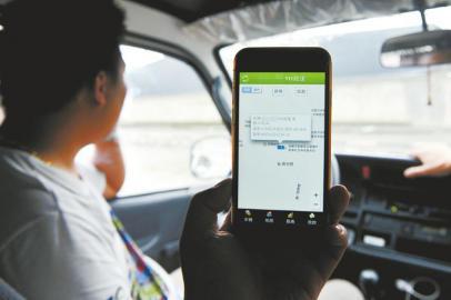 租车的车主担忧豪车被搬运,用GPS定时监控。