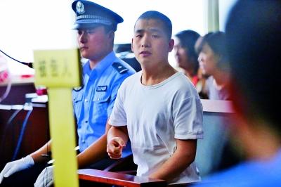 """被告人张某说,""""我很自责,一直在反思。"""" 摄/法制晚报记者 曹博远"""