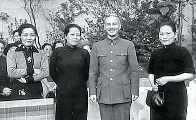 宋庆龄在与伊德洛·斯诺的谈话中,曾经回忆蒋介石向她求婚的经过.