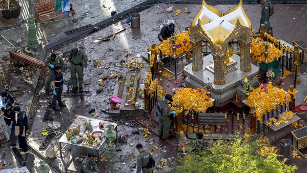 8月17日泰国曼谷景点四面佛附近发生爆炸案 图片来自路透社