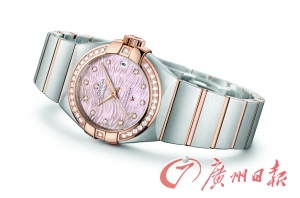 欧米茄星座系列PLUMA轻羽腕表全新表款,以焕然一新的珍珠贝母表盘惊艳亮相。