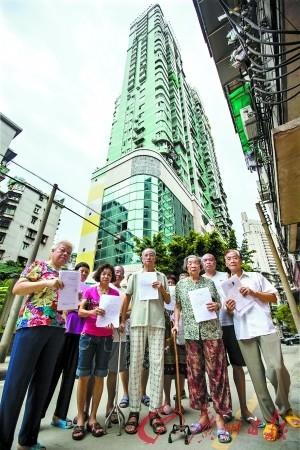 回迁户现在大多六七十岁,他们死后的绿色大楼为盈基大厦。记者苏豪杰 练习生陈家乐