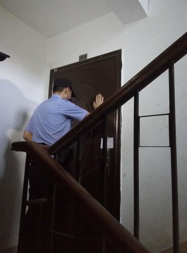 """""""8.20""""的清剿行动。澎湃新闻记者 蓝天彬 实习生 何生廷 图"""