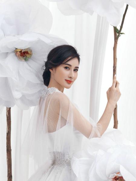 安金莉娅拍新娘大片 尽显优雅甜美魅力