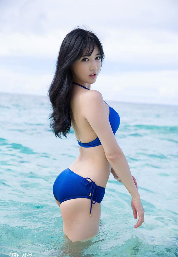美女韩佳恩蓝色比基尼写真