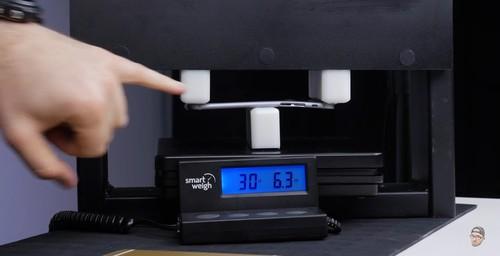 压力30磅(13kg)iPhone