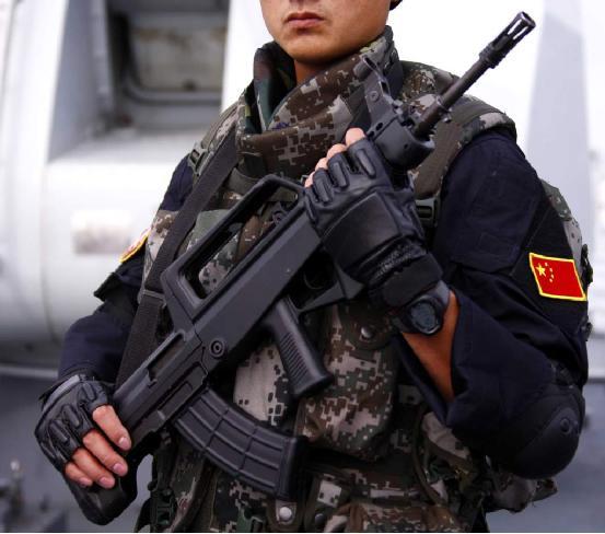 阅兵巡礼——95式与03式自动步枪