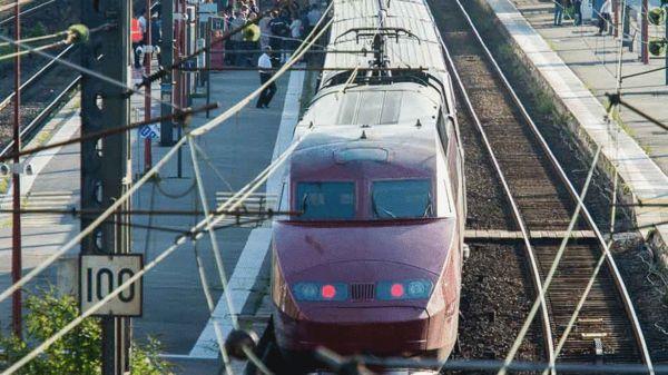 停在法国阿拉斯站的当事列车 图片来自mashable网站