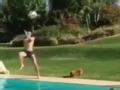 视频-贝尔泳池秀身姿 跳水凌空抽射结为一体