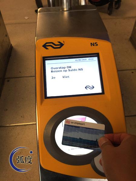 体验恐怖袭击之后依然没有安检的欧洲高铁车站