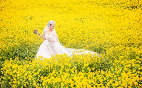 拍婚纱照该怎样选服装