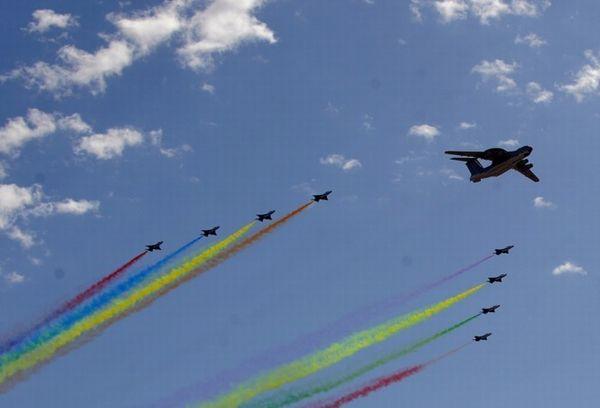 资料图:空警-2000参加国庆60周年大阅兵。