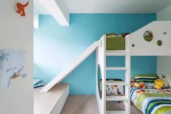 儿童房用蓝色墙面,定制带滑梯的高低床给孩子