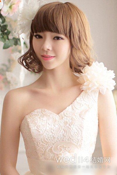 齐刘海披肩卷发新娘发型图片