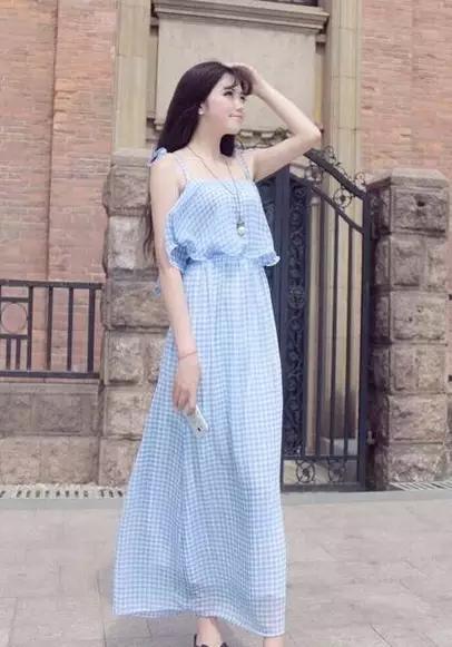 波浪雪纺裙搭配高跟鞋图片