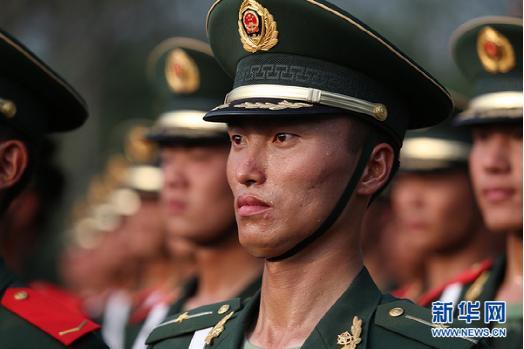 武警英模部队阅兵训练-阅兵巡礼 传承英雄番号的英模徒步方队图片