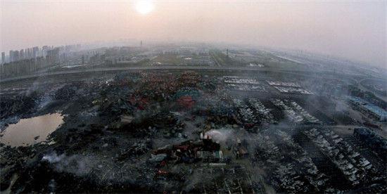 """8月16日,天津港""""8・12""""瑞海公司危险品仓库特别重大火灾爆炸事故现场。"""