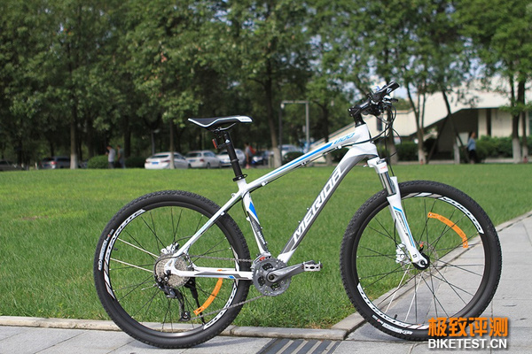 暑期自行车选购,美利达公爵800vs捷安特atx778