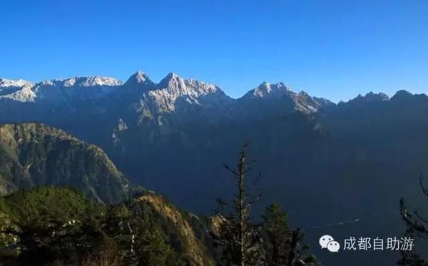 旅游 正文  九峰山位于彭州西北部的大寶鄉境內,距成都市約97公里