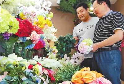 年庄村的人造鲜花展览室。3