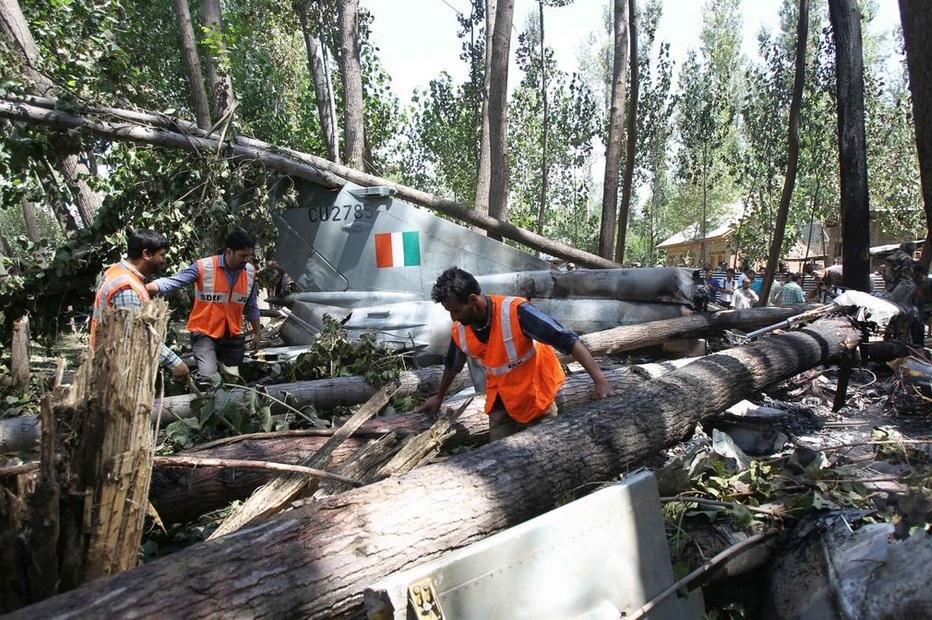 印度空军米格21坠毁栽进丛林(1\/7)(组图)