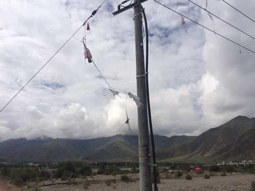 高压电网区域内放风筝,危险(图)图片