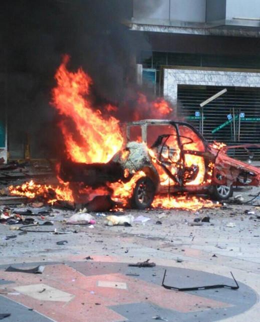 8月24日8点10分,南丹县新城区铜江路与民行路穿插口农业银行左近发作一同车辆焚烧爆破事件。