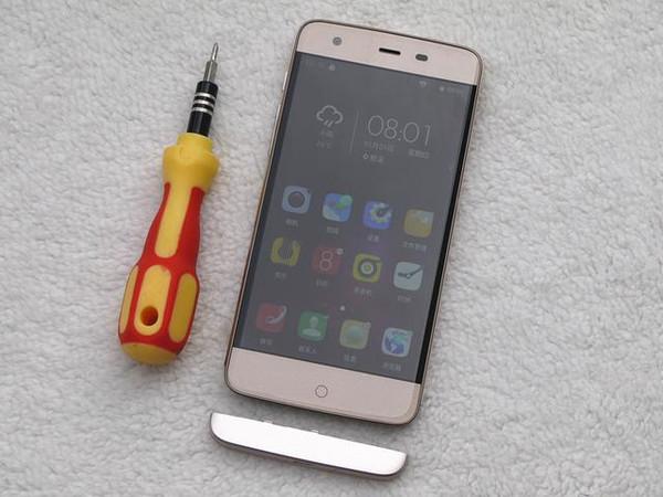 做工优良的小辣椒x4土豪金手机拆机
