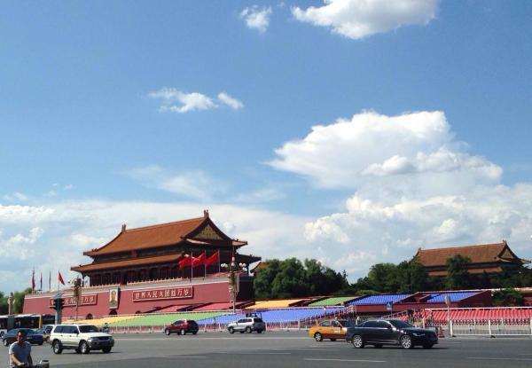 8月20日施行单双号限行等减排办法后, 北京市间断5天PM2.5均匀浓度创下有观察记载以来的最低值。 CFP 图