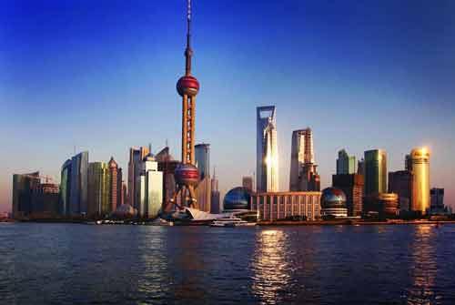 上海东方明珠塔简介: 东方明珠广播电视塔是上海的标志性文化景观之