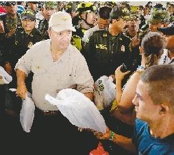 新华社加拉加斯8月27日电(记者 徐烨 王瑛)委内瑞拉外长罗德里格斯27日晚宣布,委内瑞拉将召回驻哥伦比亚大使商讨与哥伦比亚边境问题。