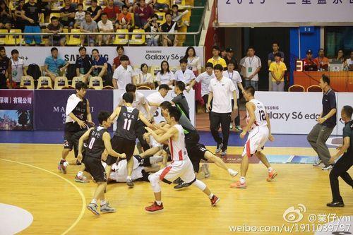中韩挑战赛发生冲突 佛山前锋惨遭韩国球员围殴