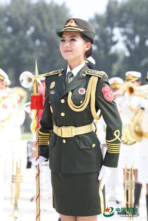 女子军乐队视频_阅兵联合军乐团:父子兵上阵 女兵微笑美(组图)-搜狐滚动