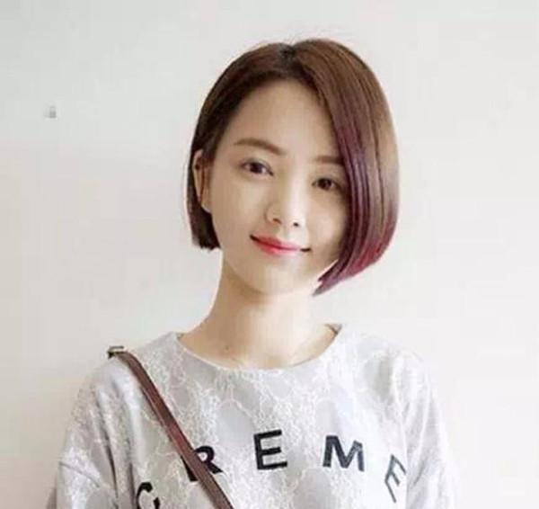 1,齐耳短发 超短的齐耳短发,不过却个性十足,刘海可以随意斜分,碎发图片