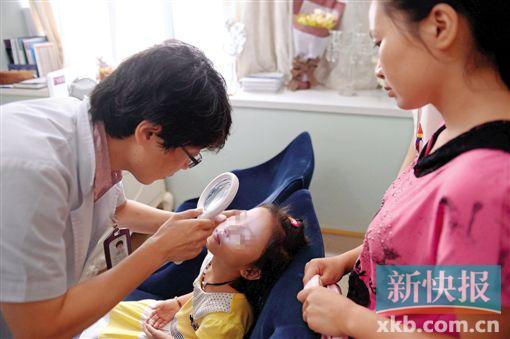 一家美体整形组织还为小玲供给了免费效劳,指望帮忙她尽可能淡化疤痕。新快报记者 夏世焱/摄