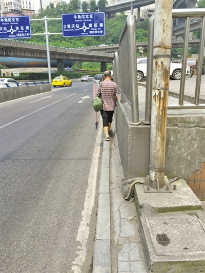 """""""最窄人行道""""10厘米宽"""