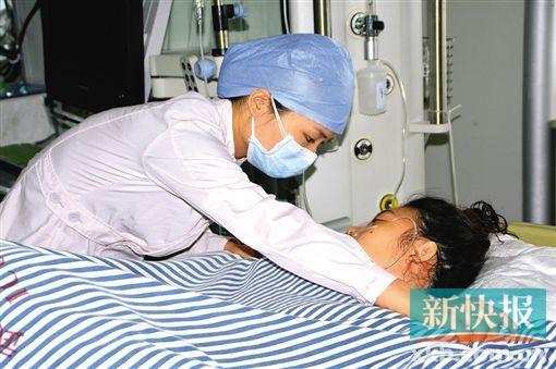 女子受伤后被送往武警医院icu治疗. 新快报记者 毕志毅/摄