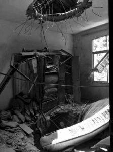 """�A商�笥�(�者 王斌 ��生 李生超)8月27日上午10�r40分�S,��K""""不明航行物�w""""掉落在旬��h赤���f院村,此中一�K�⒁�糇∶�2�痈�窃页鲆��大洞,所幸未形成��T��亡。"""