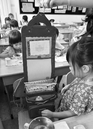 有孩子用的是代购的日本书包