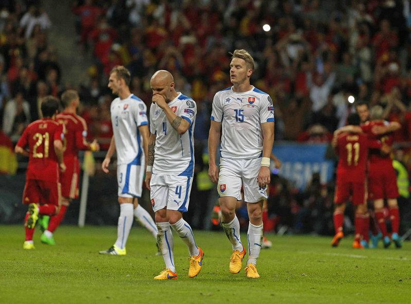 欧预赛-西班牙2-0胜斯洛伐克 重新夺回小组头名