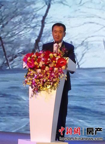 2015年9月6日,萬達商業和蘇寧雲商在北京簽署緊密合作協議。萬達集團董事長王健林表示,萬達和蘇寧兩大品牌合作無論對萬達廣場和蘇寧雲商都是重大利好。