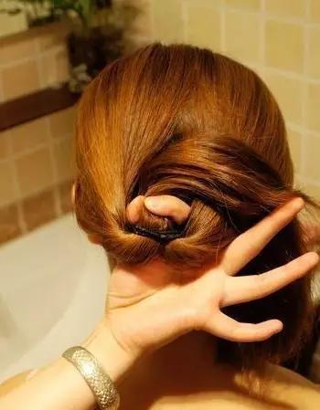 女人头发长了别剪,这样扎起来最美!