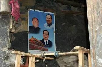 同年7月,还有日喀则地区江孜县奴堆村的普尺以胡锦涛带来的画像为蓝本,制作了领导人唐卡挂在家中。