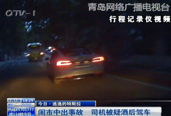 青岛特斯拉司机酒驾闹市撞车 逆行逃逸 组图图片
