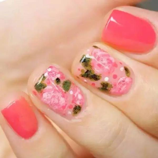 指尖风情丨5款手绘花朵美甲