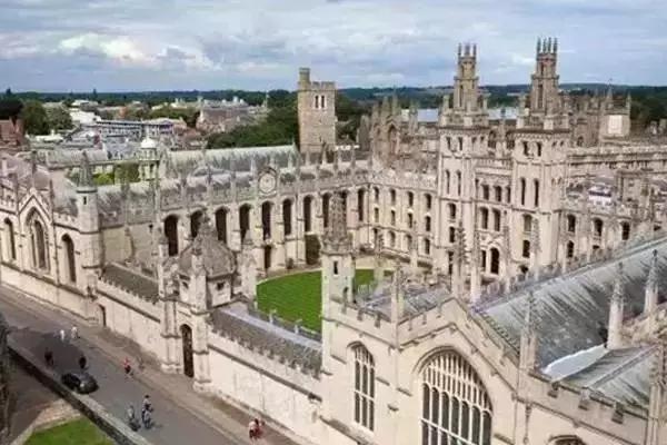 牛津大学的植物园——莫德林学院——圣玛丽圣母教堂——学术书店