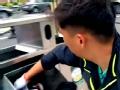 《极限挑战第一季片花》第十期 男人帮街头捡空瓶 热心人送瓶黄磊合影示感谢