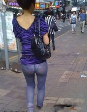 紧身裤本身是没什么问题,但让男人尴尬的是,那不长不短的上衣偏偏