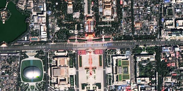 卫星俯拍93阅兵猛图公布 军车挤满长安街(组图)